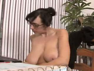 morena, sexo oral, piercings