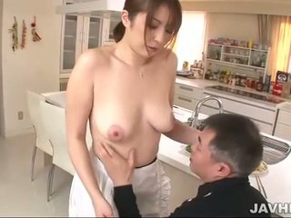 Rondborstig japans does boobjob