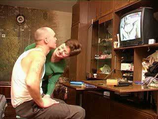 Mamma catches sønn titting porno russisk