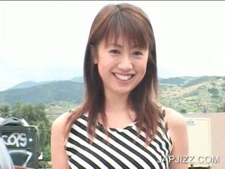 Japonesa jovem grávida a posar sexy