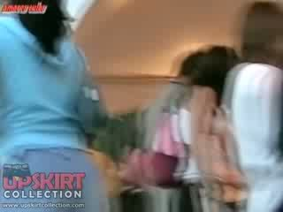 Click šeit un nobaudi amatieri video ar the dolls pakaļa wrapped uz ciešas fitting džinsi