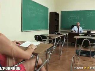 En chaleur big-tit étudiant alexis ford dreams de baise son prof