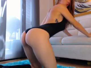Seksikas punapea veebikaamera tüdruk koos suur tiss 3: tasuta porno cb