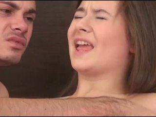 Virgin дівчина sucks a пеніс