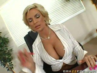 Milf dengan besar payudara gratis video
