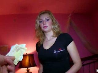 Sexy tsjechisch meisje geneukt voor sum van geld