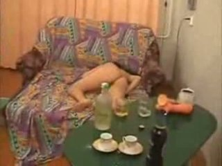 Guys вървя твърде далече с пиян колеж момиче видео