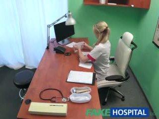 Fakehospital সেক্সি সেবিকা wants একটি quick যৌনসঙ্গম