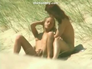 Mokre cipka masturbation na nudyści plaża