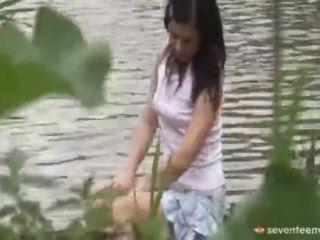 Legal vârstă teenagerage fata inauntru the barca