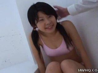 Asiatique ado suçage elle comme dur comme elle pouvoir
