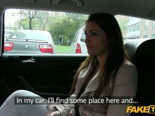 Besar payudara amatir terbujuk oleh sebuah taxi