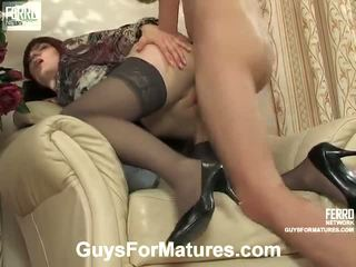 ベッドの中でポルノの女の子と男性, porn in and out action, 古い若いセックス