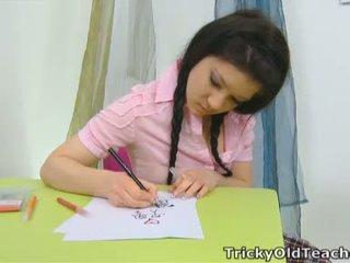 Vika là trong các trường học phòng sau misbehaving với một màu hồng đầu và một sexy plaid váy