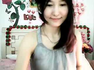 Søt koreansk kamera jente tempting med lubben pupper