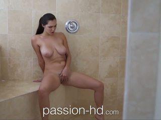 Passion-hd dziewczyna masturbacja w prysznic gets fucked