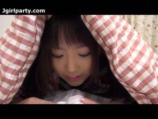 Super мила і збуджена японська 18yo школярка