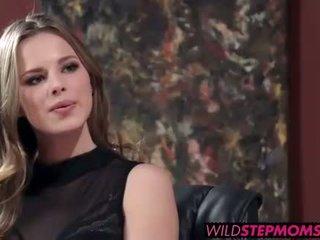 Abbey brooks accompanies її stepdaughter для a робота інтерв'ю