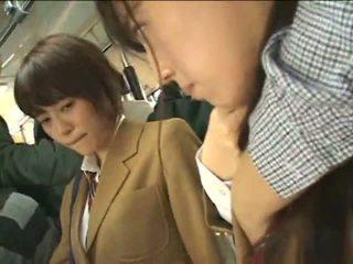 公 perverts harass 日本语 schoolgirls 上 一 火车