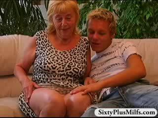 Pupytė berniukas dulkinimasis senas prostitutė