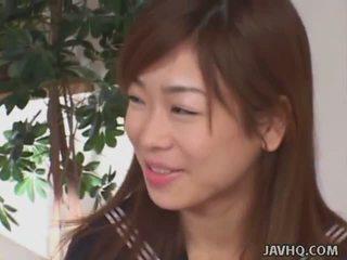 Jepang schoolgirls mengisap kontol (uncensored)
