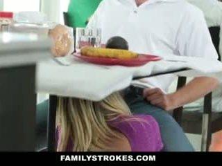 Сім'я strokes- step-mom teases і fucks step-son