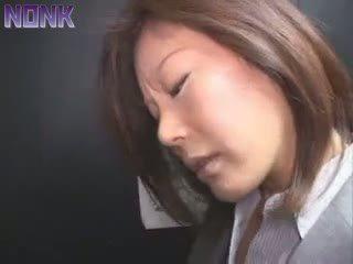 Alcoolisée entreprise femme was facile prey pour elevator maniac