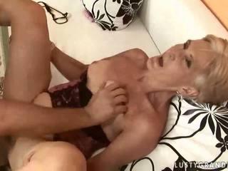Horký babičky enjoying pohlaví