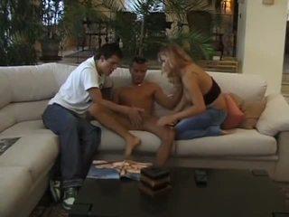 Un Trio Sympa: Free Gay Blowjob Porn Video 2e