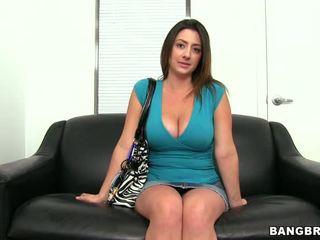 बड़े स्तन, ढलाई, चेहरे का