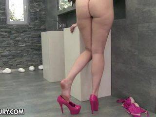 hani këmbët e saj, fetish këmbë, këmbët sexy