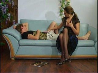 Russisch rijpere tante met jong jongen.